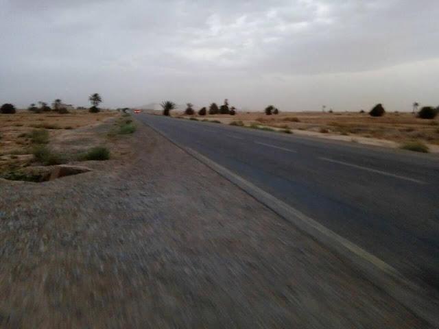 Grand Terain 2400 m2 a cote de route national Entre Arfoud et Oufous
