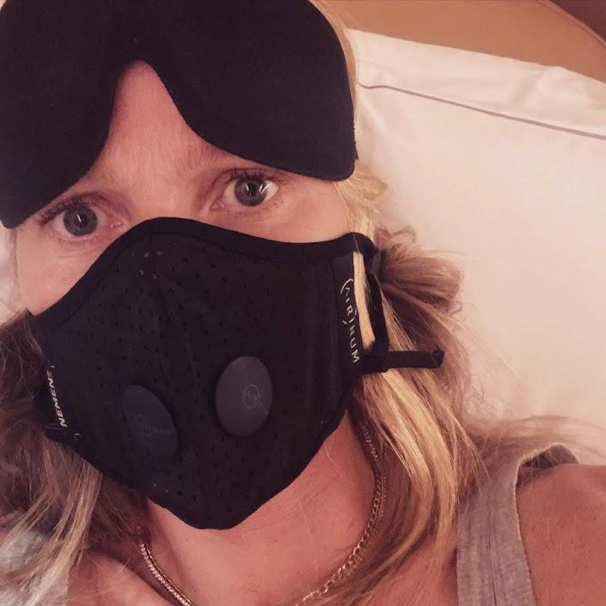 スティーブン・ソダーバーグ監督のメディカル・スリラー「コンテイジョン」では、パンデミックの恐怖を観客に印象づけるために、真っ先に死んでしまう感染者の役だっただけに、コロナやインフルで現実に死にたくないグウィネス・ パルトローの強力そうなマスク‼️😲