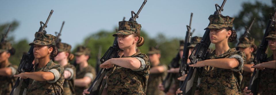 Жінкам в армії США дозволять фарбувати губи і нігті