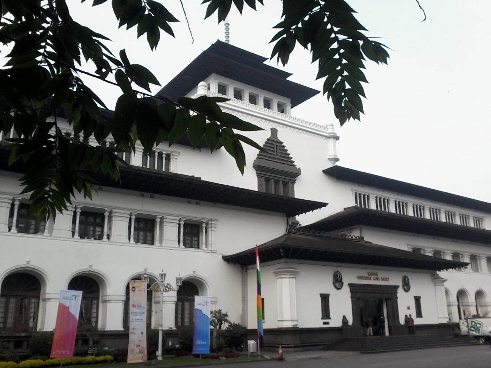 Nama Gedung Sate di Kota Bandung memang sudah tersohor c70f5b16f8
