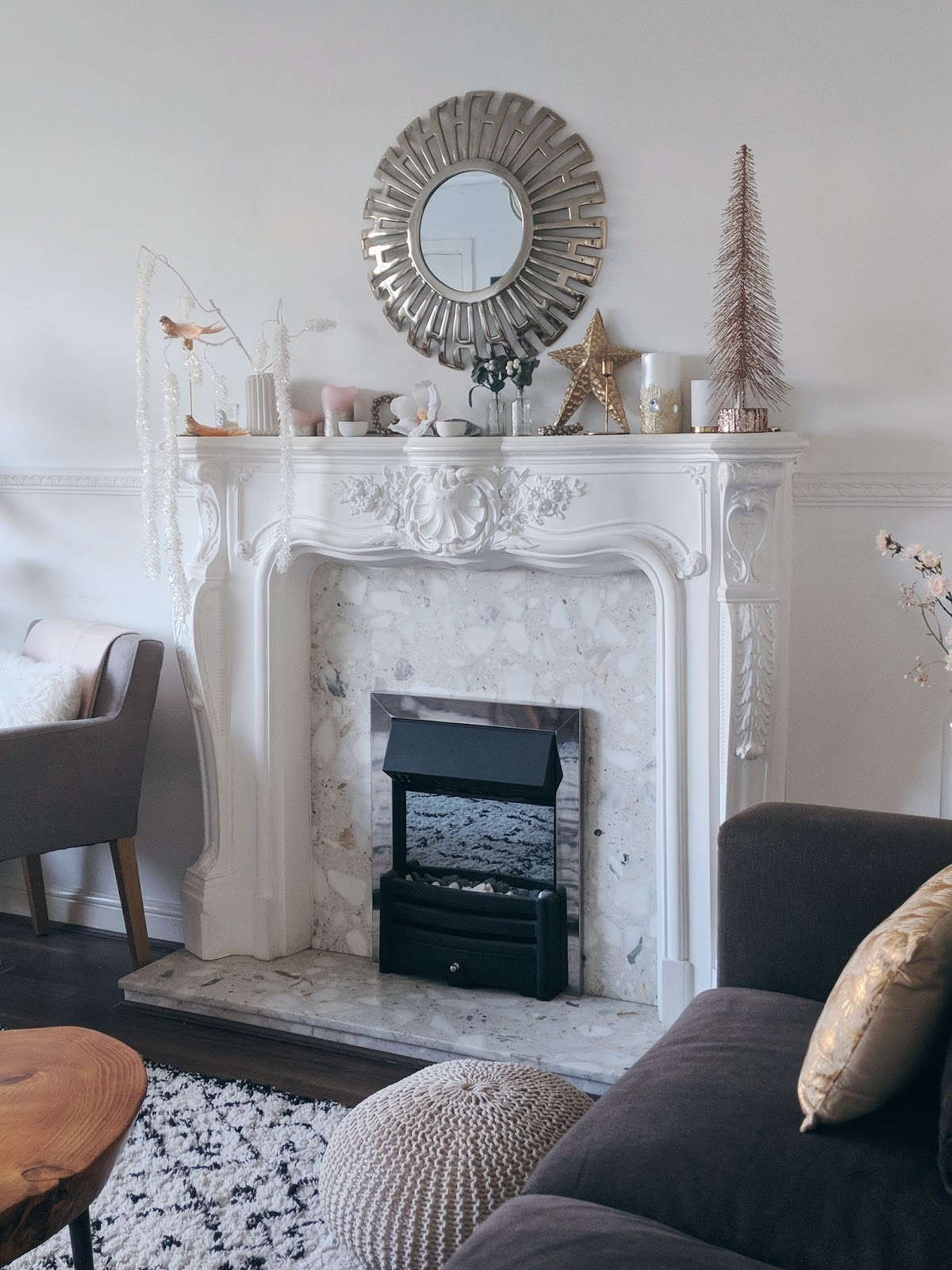 How to style a christmas mantelpiece