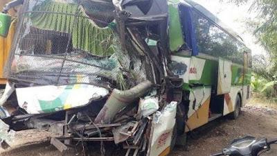 Bus Chandra Tabrak Truk di Jalinsum Asahan, Kernet Tewas dan 3 Lainnya Alami Luka-Luka