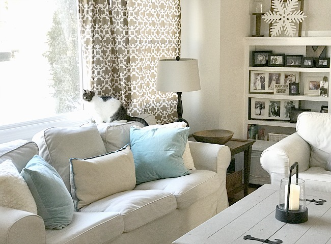 Living room with white couch and blue pillows