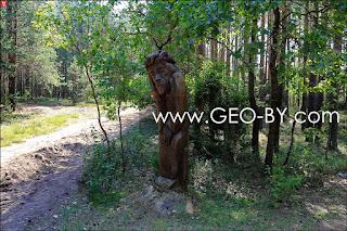 Деревянная статуя на дороге в Альбуть