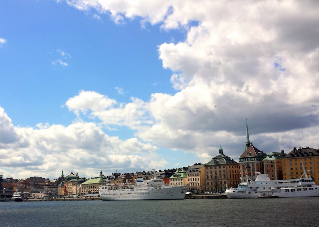Gamla Stan, Strömkajen, Stockholm  |  Strolling in the sunshine, finally on afeathery*nest  |  http://afeatherynest.com