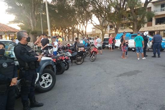 Veículos são apreendidos em operação na Praia de Farol