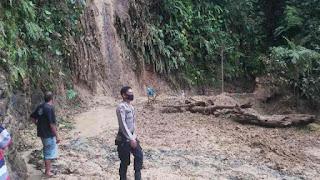 Jalan di Batu Lobang Sibolga Tertimbun Longsor, Kendaraan Dialihkan dari Rampa Poriaha