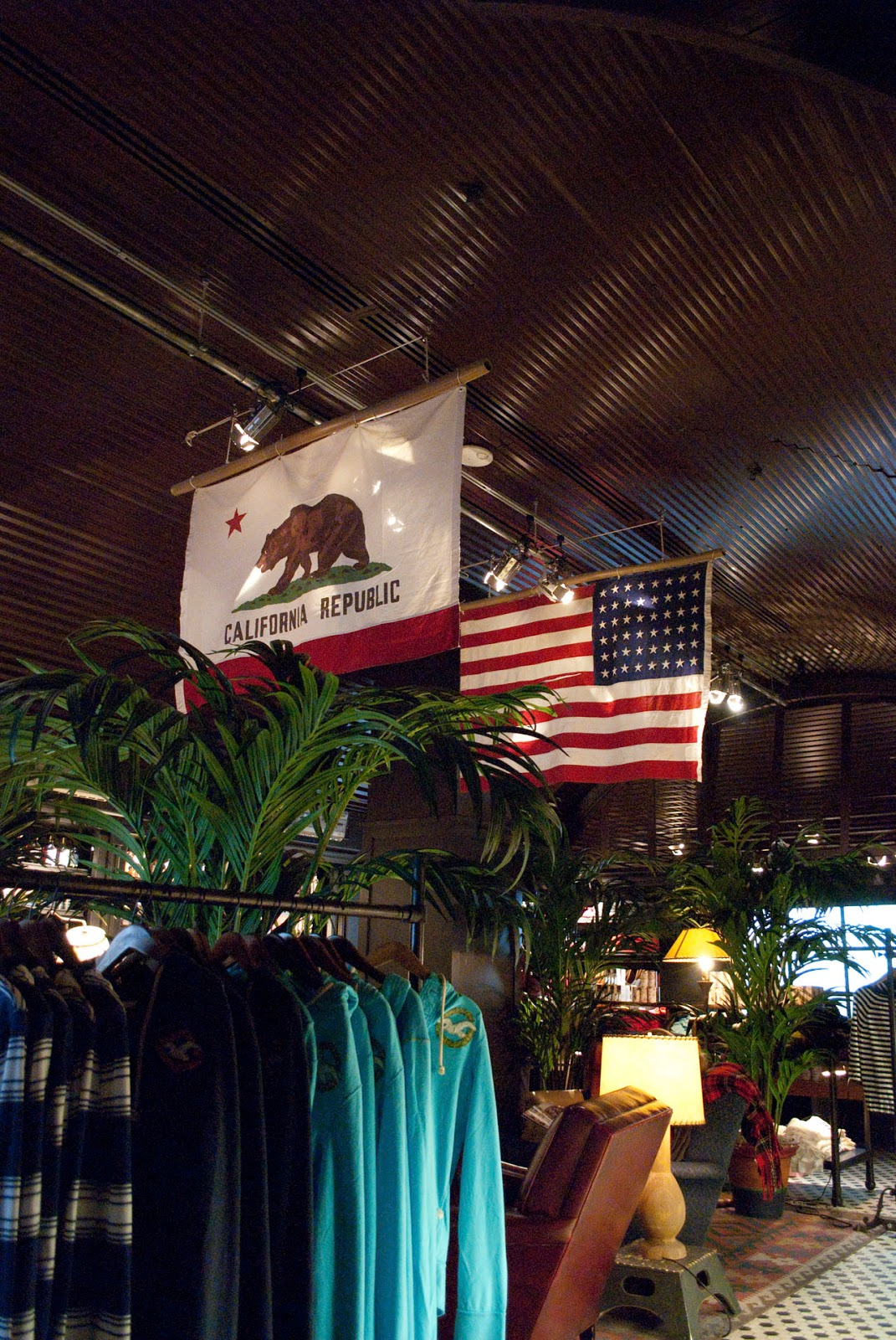 shopping guide new york 5th avenue usa store hollister nyc manhattan
