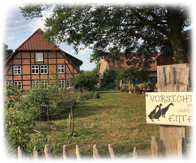 Willkommen im Landhaus in der Wische - aber Vorsicht vor den Laufenten!