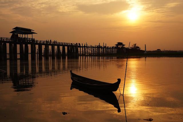 """Trên thực tế, nhiều người không hề chọn Mandalay là ưu tiên số 1 cho chuyến du lịch Myanmar. Thường, đa số sẽ chọn thủ đô Yangon như một """"trạm trung chuyển"""" để sau đó làm một vòng Bagan và hồ Inle. Nếu còn thời gian và còn sức mới ghé Mandalay."""
