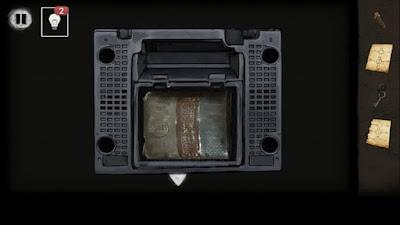 вытаскиваем батарею из ящика в игре выход из заброшенной шахты