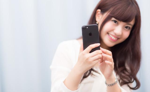 Mengapa Banyak Wanita Jepang Memakai Ponsel Merek iPhone? Ternyata Ini Alasannya...