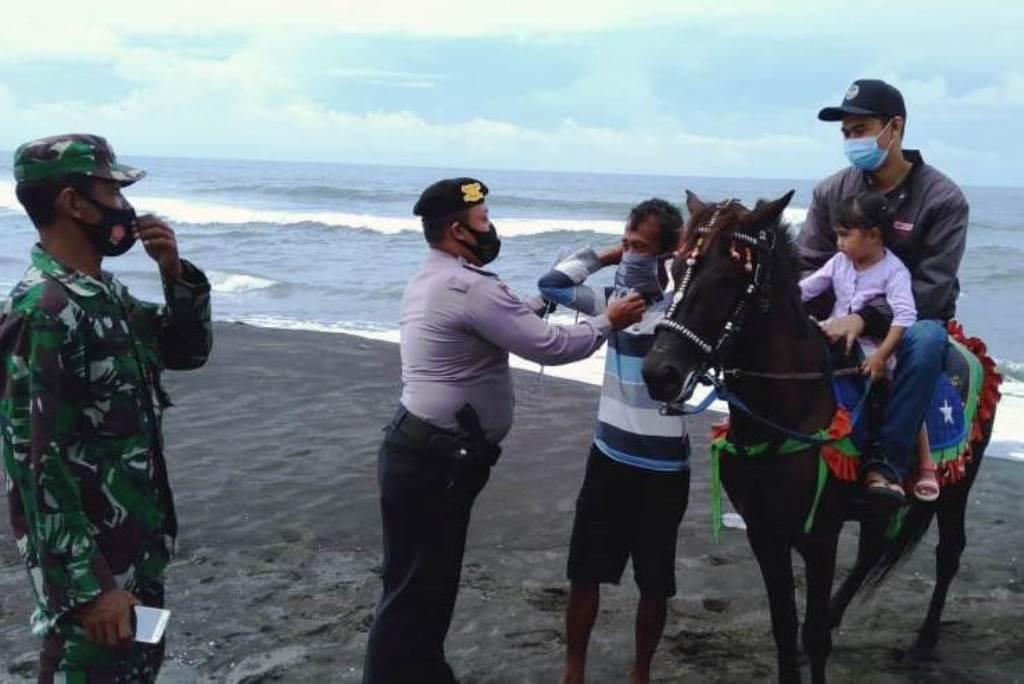 Liburan di Kebumen, Wisatawan Diminta Tetap Pakai Masker