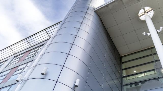 tahap memasang aluminium composite panel