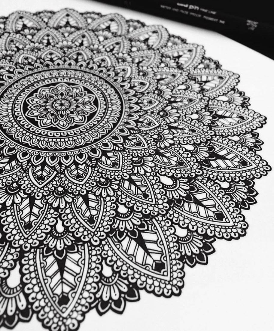 10-Asmahan-Mosleh-Mandala-Drawn-and-then-Painted-with-Color-Themes-www-designstack-co