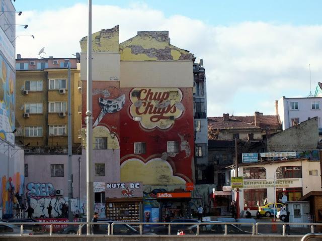 murales curiosos que ver en Sofia Bulgaria