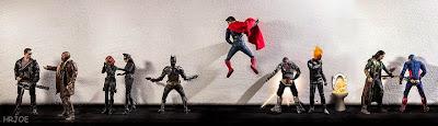 """Los super héroes haciendo pipi """"figuras de acción"""""""