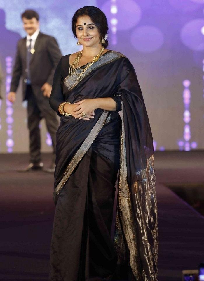 Beautiful Tamil Girl Vidya Balan Photos In Traditional Black Saree
