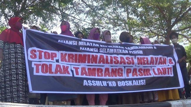 Tolak Tambang Pasir, Nelayan dan Mahasiswa Ditangkap Polisi