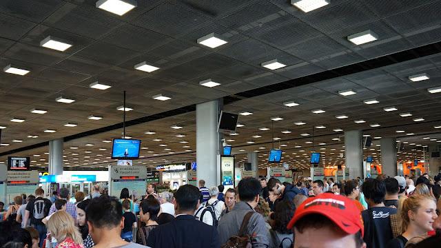 Фото зала паспортного контроля в аэропорту