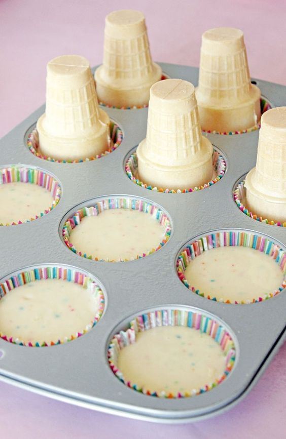 When I look at Ice Cream Cone Cupcakes they immediately make me happy! I thought that these were going to be super complicated to create