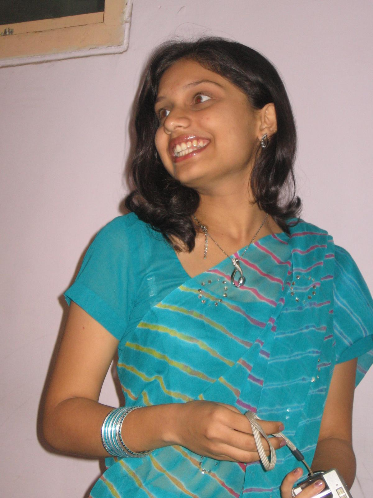 Desi Innocent Girl Cute Desi Girl In Saree 15