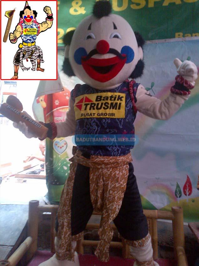 Badut gatot kaca maskot batik trusmi