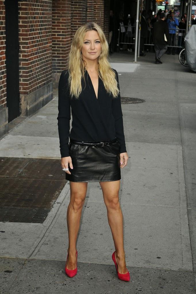 street style minifalda cuero negra