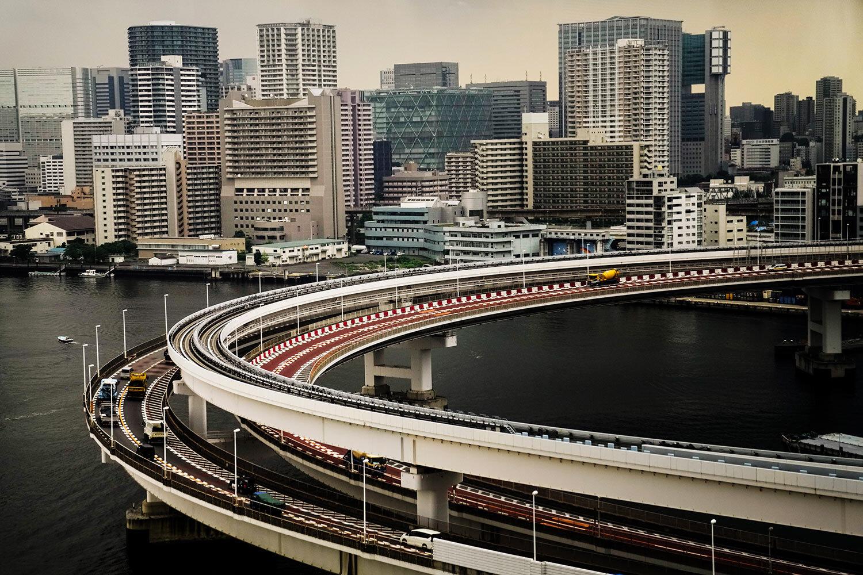Ghi chép từ cửa sổ xe buýt của một nhiếp ảnh gia AP tại Thế vận hội Tokyo 2020