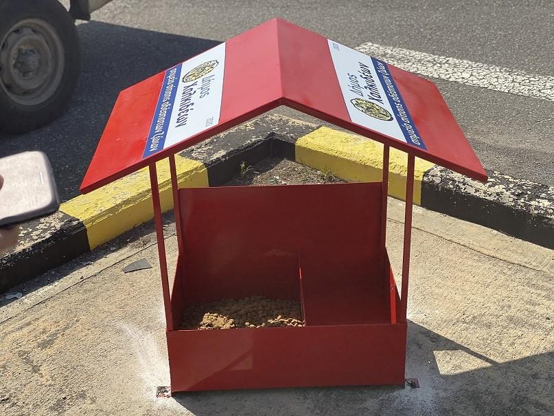 Ξεκίνησε η τοποθέτηση σταθμών σίτισης για τα αδέσποτα στον Δήμο Χαλκιδέων