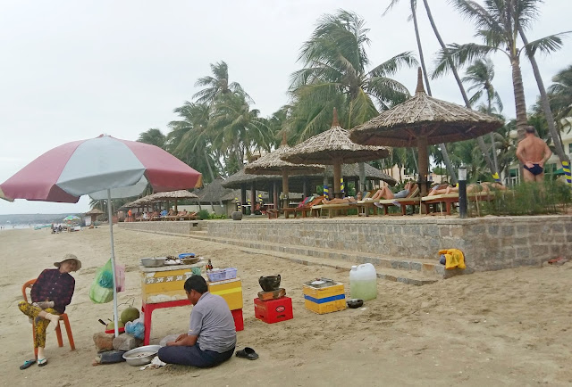 морепродукты на пляже Муйне
