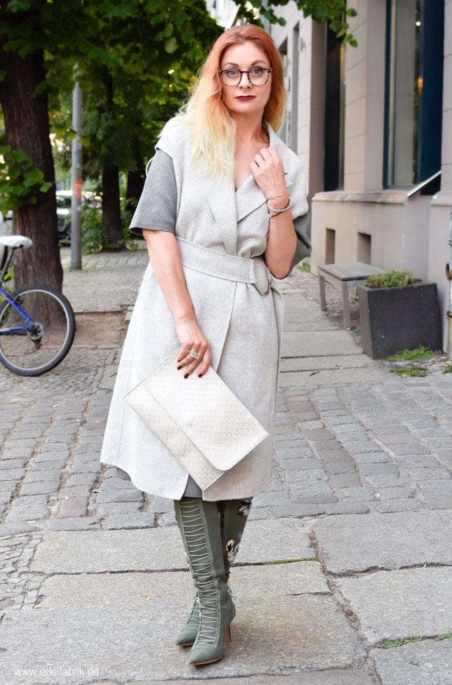 Strickkleid in schmaler Form, Outfit Inspiration für Frauen Ü40