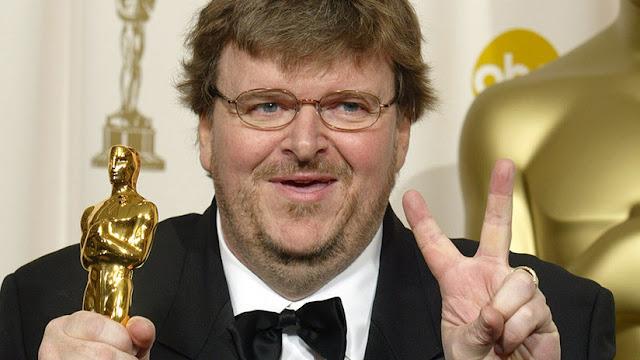 """""""Vivimos tiempos ficticios"""": Michael Moore termina su polémico discurso del Óscar... 15 años después"""