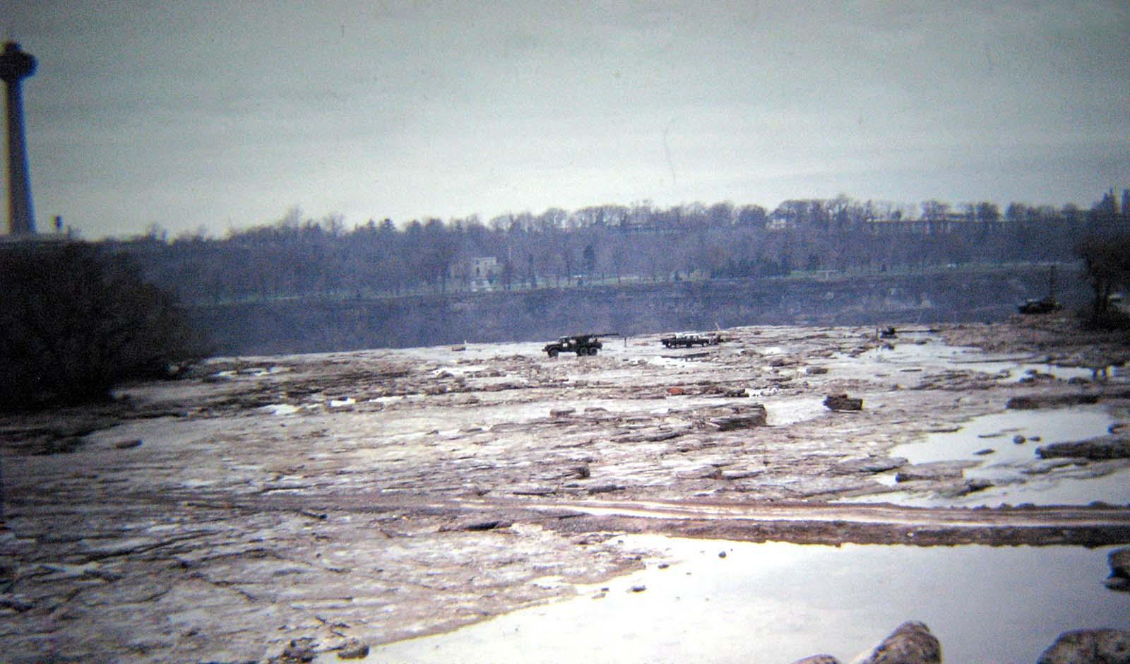 Cataratas del Niágara sin agua, 1969