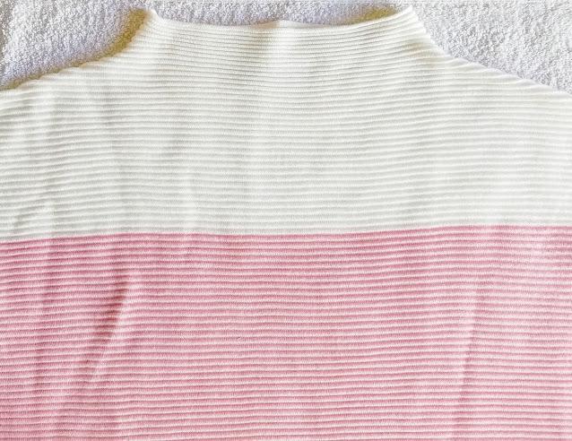 Detail - Pruhovaný dlouhý pulovr