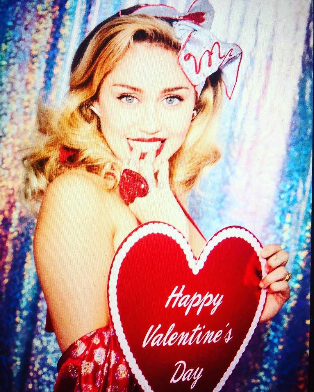 Miley Cyrus Hot Photos on Instagram