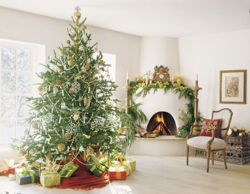 Loveliest christmas decorated rooms hello lovely for Decoration veranda