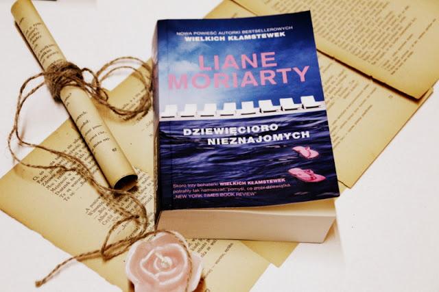 """""""Dziewięcioro nieznajomych"""" - Liane Moriarty"""