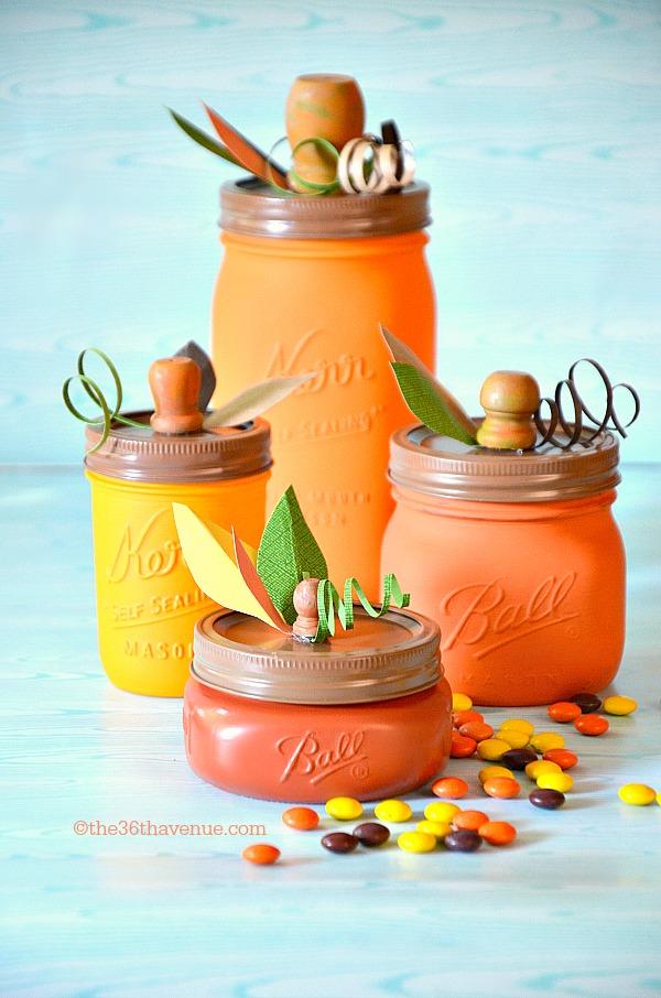 25 DIY Halloween pumpkin Mason jar gift ideas. Best Halloween party decoration ideas. Halloween Mason jar gift ideas. Candy and treat gifts for children. Halloween Mason jar craft ideas. Mason jar craft ideas for decoration and party. Halloween mason jar craft decoration for home.