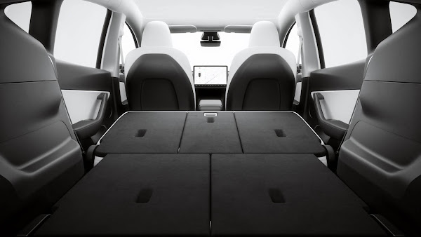 Tesla Model Y 2022 - interior