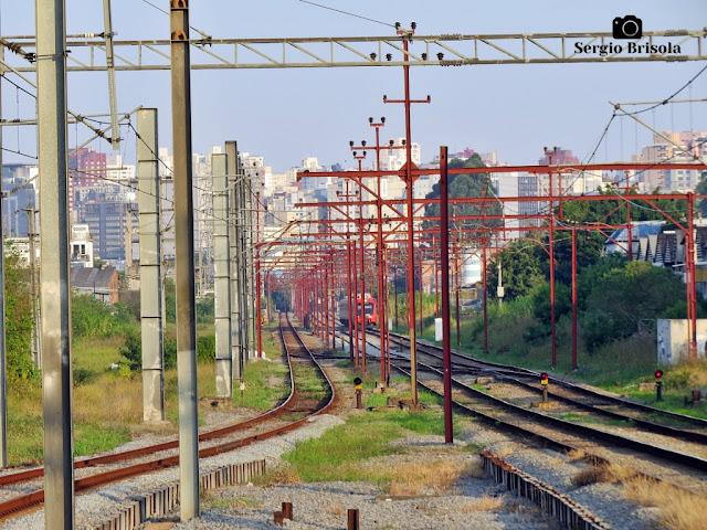Vista ampla de parte dos trilhos da CPTM (Companhia Paulista de Trens Metropolitanos) na Zona Leste - São Paulo