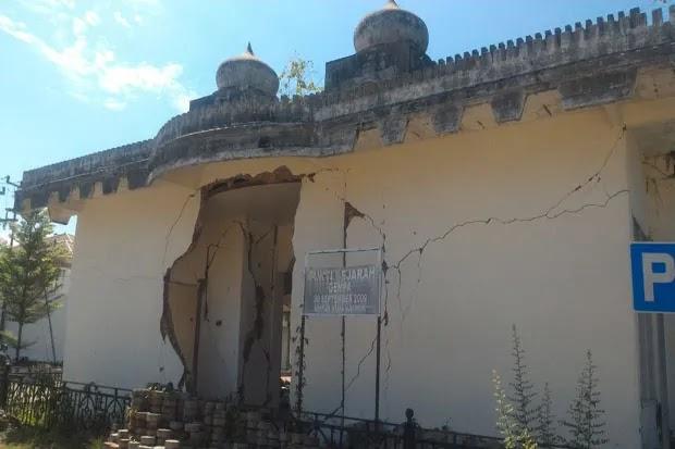 Alasan Gubernur Sumbar Membiarkan Begitu Saja Masjid Sisa Gempa