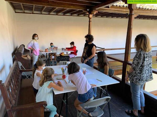 El Cabildo acerca la interpretación de las pinturas del Museo Insular a los más pequeños