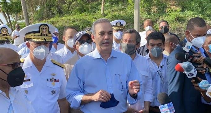 ABINADER AFIRMA TRABAJA EN REFORMA POLICIAL; AGENTES COBRARÁN 300 DÓLARES