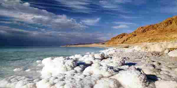 الاملاح في البحر الميت ، نسبة الملوحة في البحر الميت ، لماذا سمي بالبحر الميت ؟
