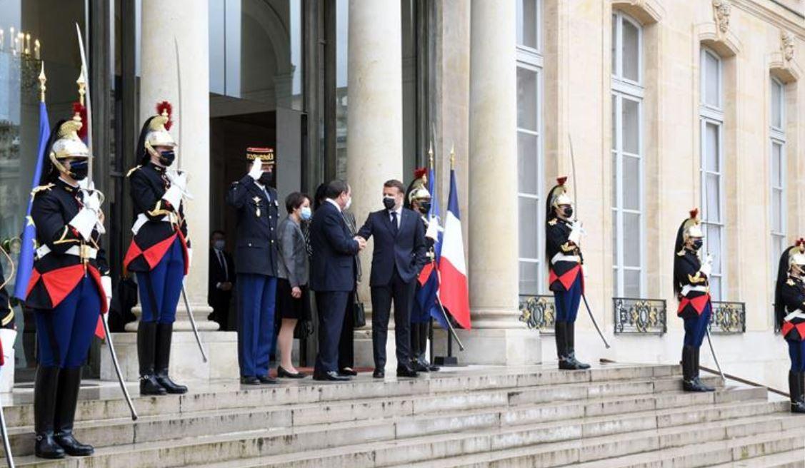 السيسي يلتقي ماكرون بقصر الإليزيه في العاصمة الفرنسية باريس