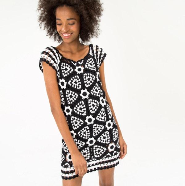 vestido preto branco croche farm