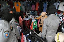Walikota ini Merasa Kecewa, Lantaran 6 Ibu-ibu Pengunjung Pasar Gunakan Bansos untuk Belanja Baju Lebaran