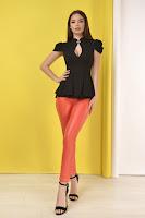 Pantaloni pentru femei stil pana pentru tinute office, casual sau elegante