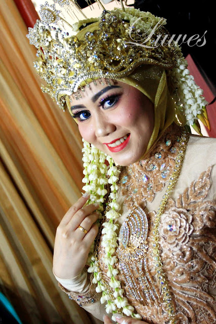 Makeup rias pengantin adat sunda muslim hijab dengan mengunakan siger
